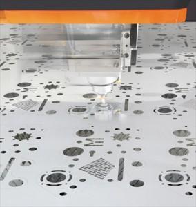 出力や信頼性が向上し材料加工で注目を集めるファイバーレーザー