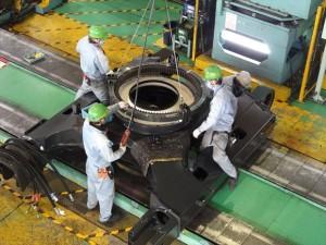 3.中型油圧ショベルの下部走行体。_R