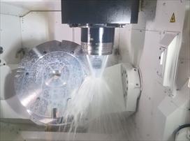 精度・操作性が向上し、需要が伸びる5軸機。