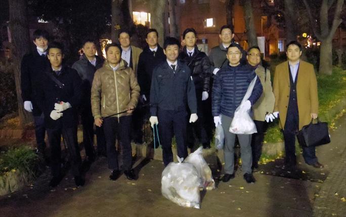 大阪伝動機商組 青年部がゴミ拾い<br>靱公園周辺を清掃